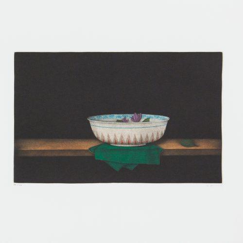Bowl with Flowers - Mezzotint, signerat av Tomoe Yokoi.
